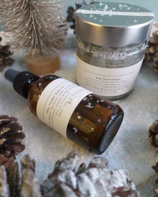 Πακέτο δώρου με Baby Powder Body oil 100ml και Body Scrub Baby Powder/ Πούδρα 212ml