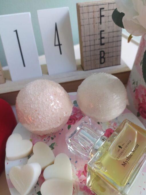 Πακέτο δώρου με άρωμα Mythic scent και 2 bath bombs