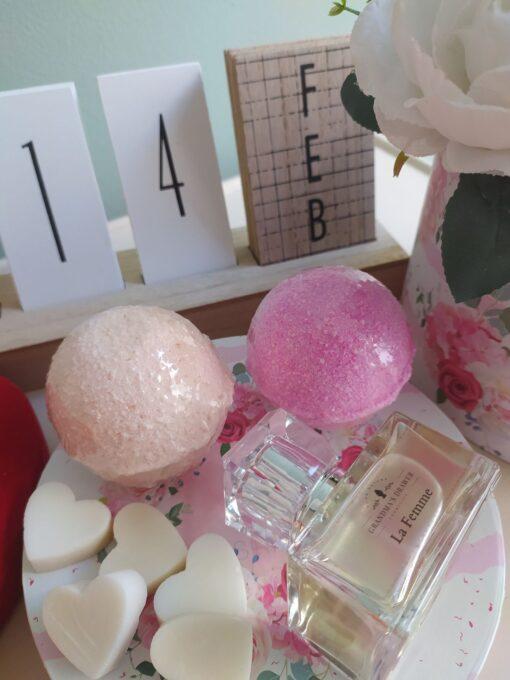 Πακέτο Δώρου με άρωμα La Femme και 2 bath bombs